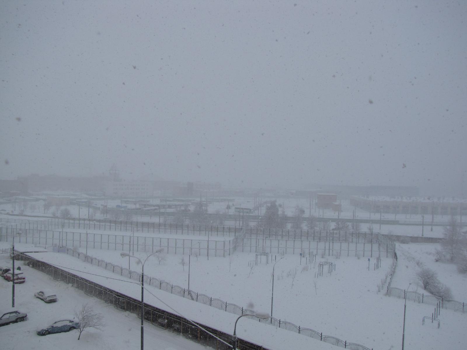 А снег кружился, кружился и падал...