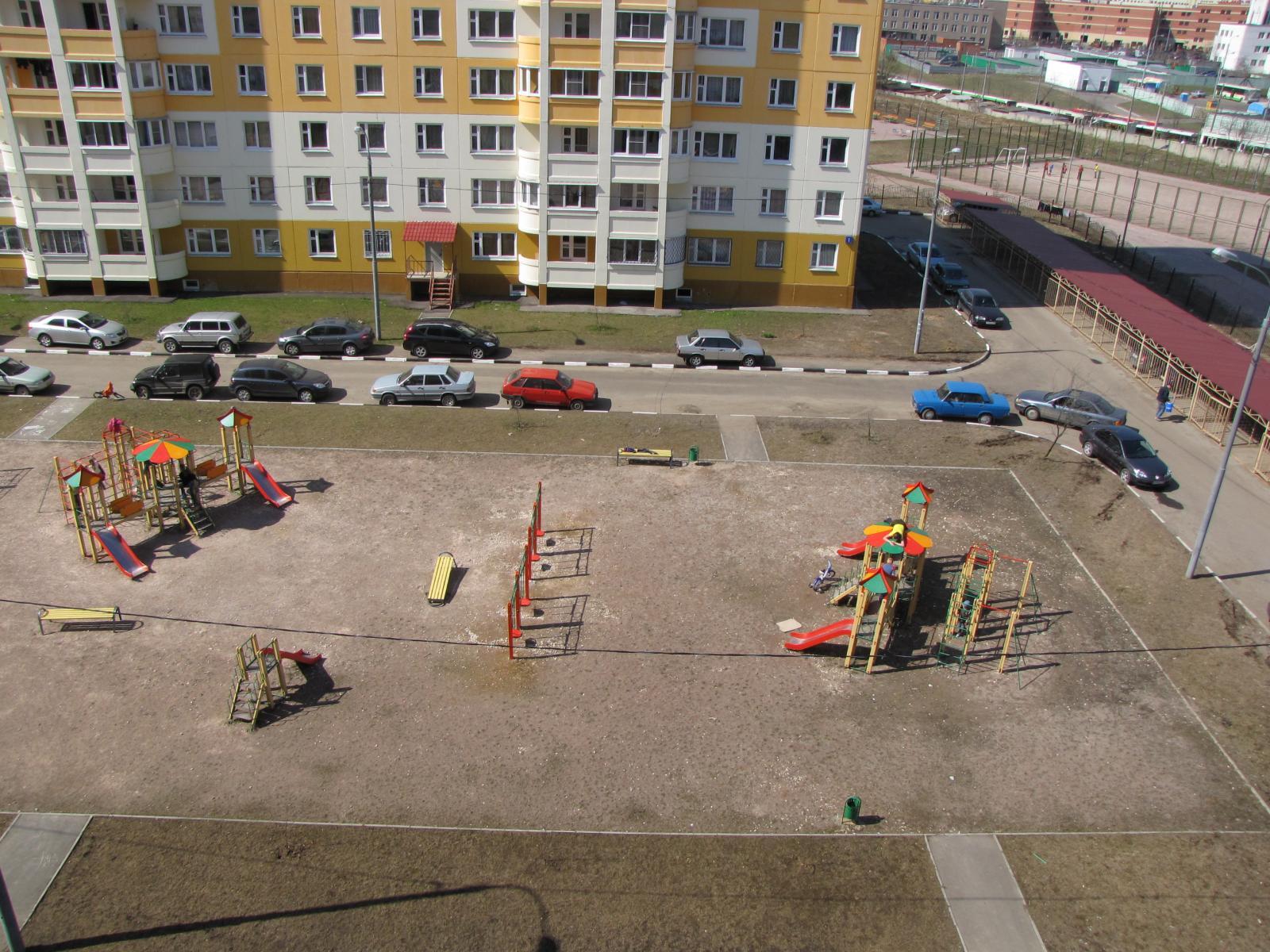 Детская площадка около 14 дома 26.03.2009.jpg